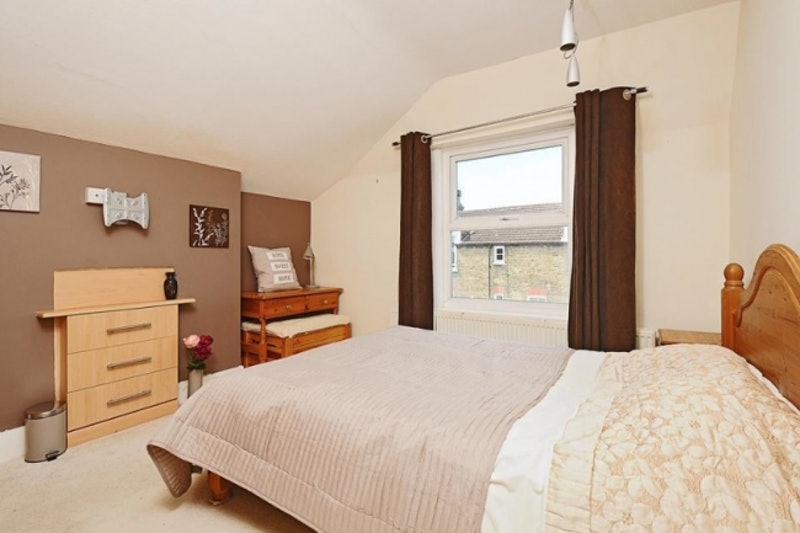 4 Bedroom Maisonette Sold Located Sw17 8au